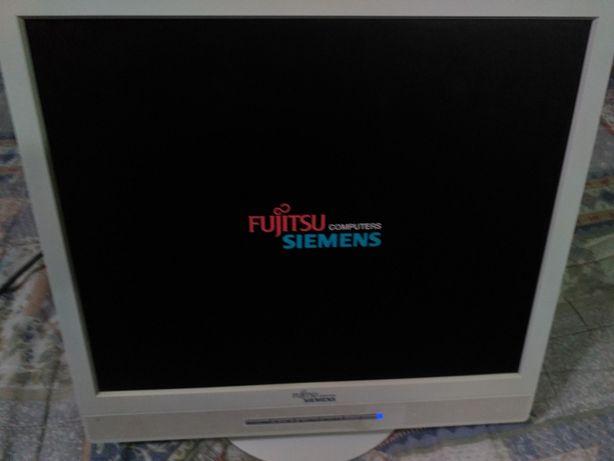 Monitor (Fujitsu Siemens) de computador a funcionar