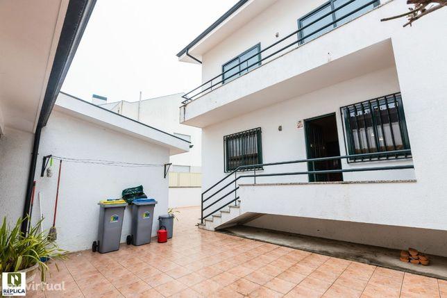 Moradia T4 com garagem box e churrasqueira, em Vilar do Paraíso