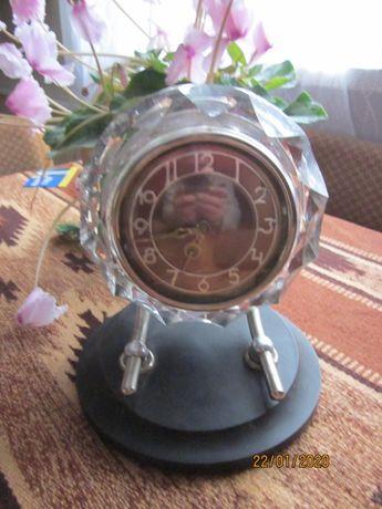 часы *Маяк* настольные в хрустале, СССР