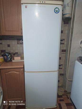 Холодильник б.у Реинфорд ,можно под запчасти