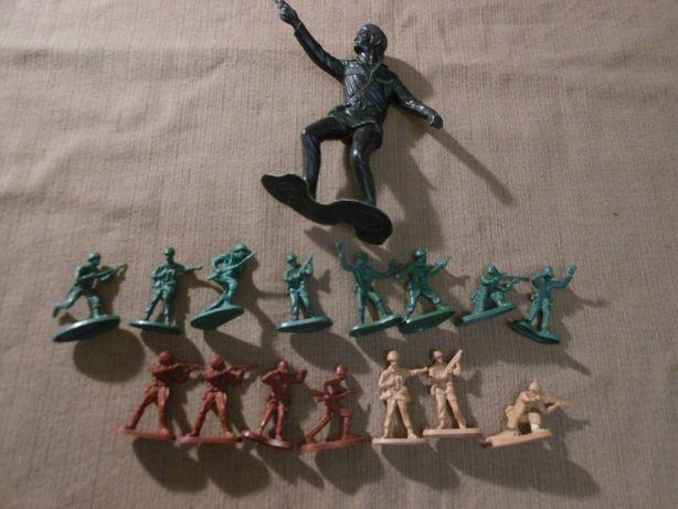Советские пластмассовые солдатики 1 шт. -14 см и 15 штук 5 см