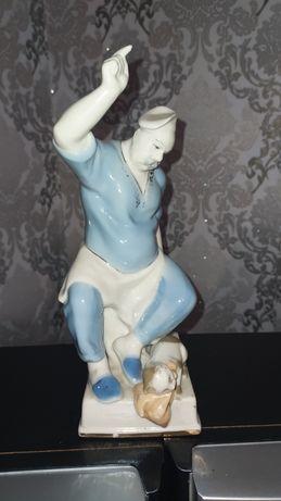 Фарфоровая статуэтка басня Крылова кот и повар