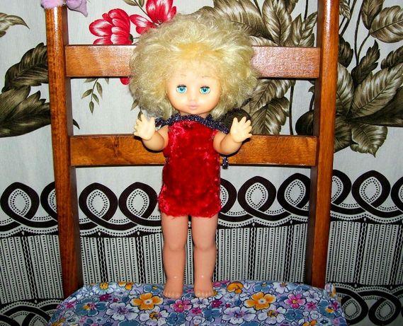 Кукла Алёнка: Я родом из СССР.