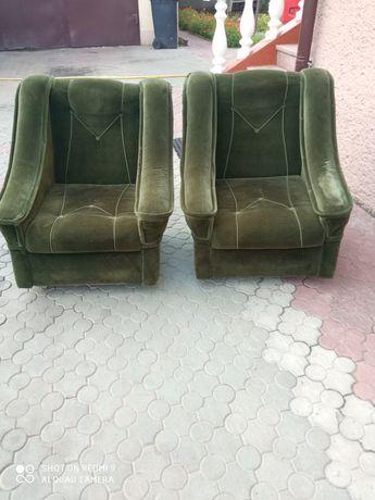 Мягкі крісла для вітальні.
