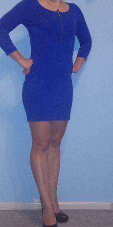 Niebieska sukienka firmy MOHITO
