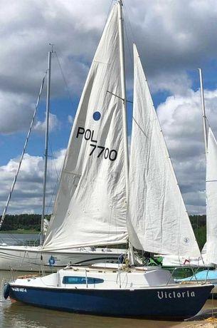 Jacht kabinowy żaglówka łódź żaglowa mieczowa Karolinka 2
