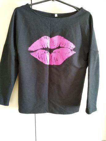 Лёгкий свитер с модным принтом