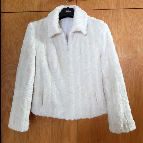 Śliczne białe krótkie taliowane sztuczne futerko rozm. 40/42 sprzedam