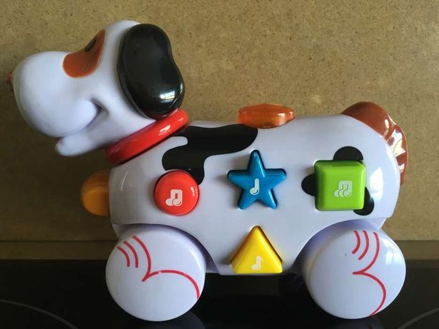 Cão interactivo NAVYSTAR: falante e musical