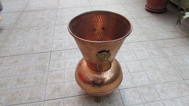 Vaso antigo em cobre