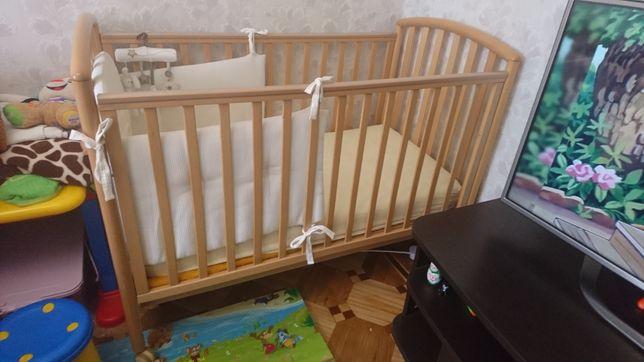 Кроватка с матрацом и аксессуарами
