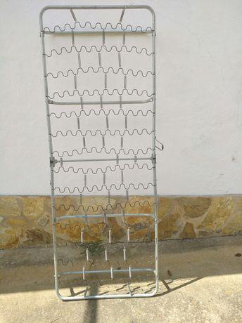 Divã (estrutura metálica sem colchão)