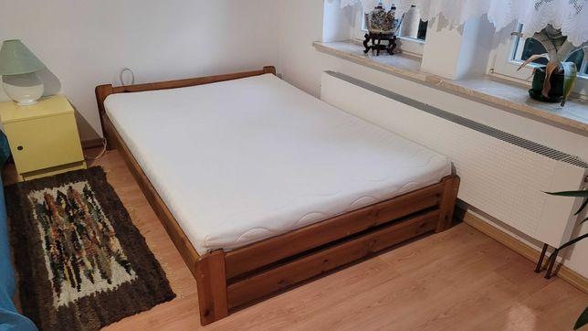 łóżko 140 cm x 205 cm , sypialnia. Drewniana rama, materac