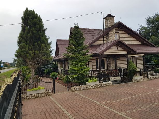 Dom z ogrodem oraz sauną.