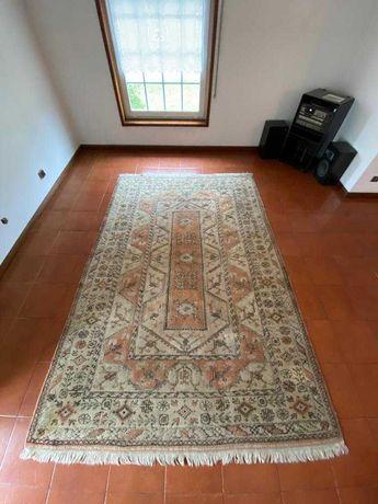Três carpetes Persa, elevada qualidade, preço total 400€.