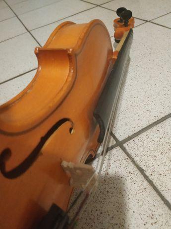 Скрипка 2/4 смичок футляр