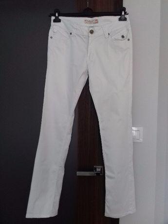 Spodnie r. L