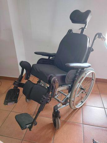 cadeira articulada com oferta de cadeira de banho