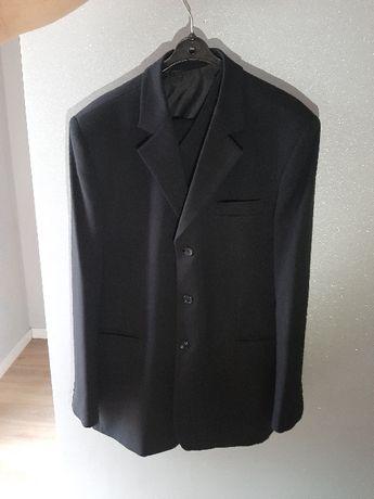 czarny garnitur męski