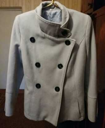 Пальто женское светлое
