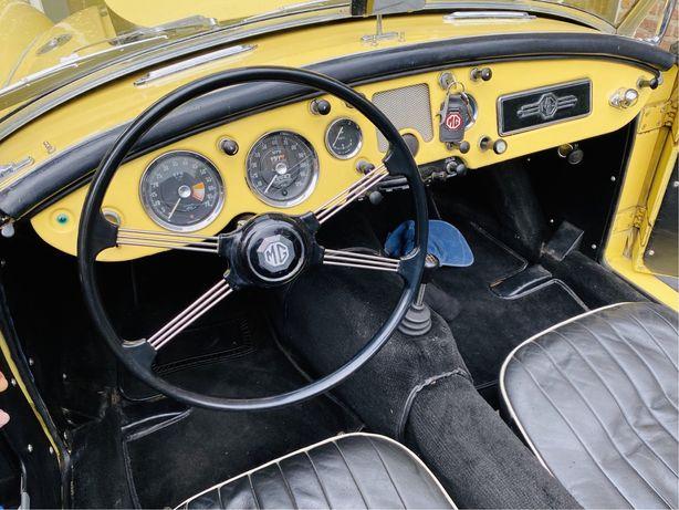 MG MGA 1500 (carro classico)
