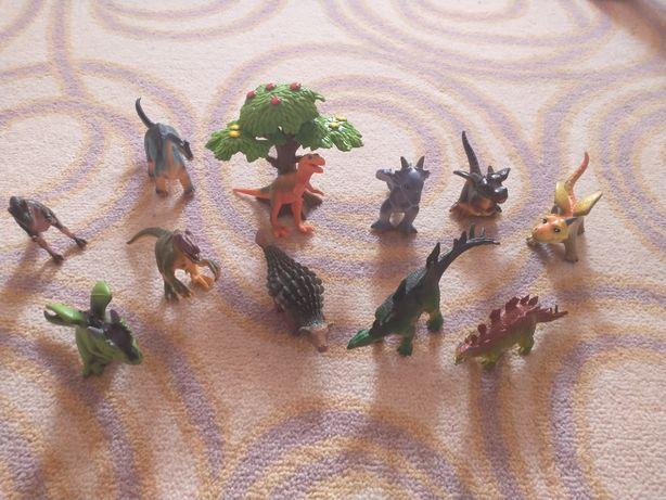 Zestaw dinozauròw dinozaury