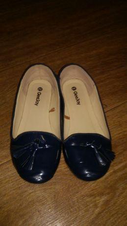 Продам туфли лаковые лодочки 34 размер на полную ножку