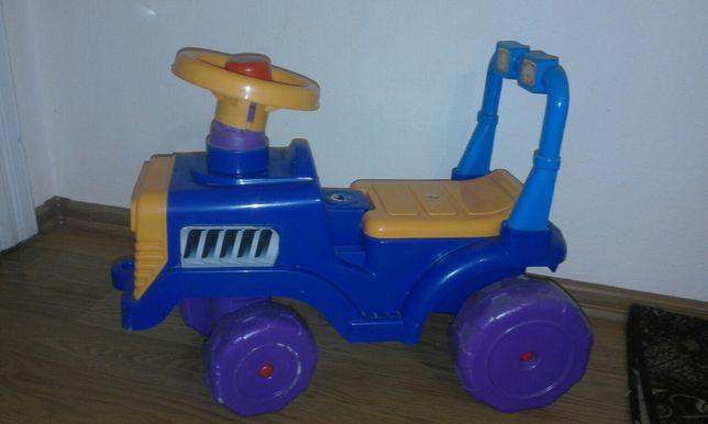 Трактор каталка для дітей