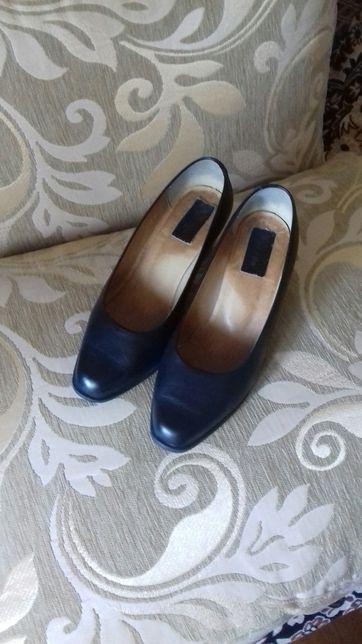 Жіночі шкіряні туфлі