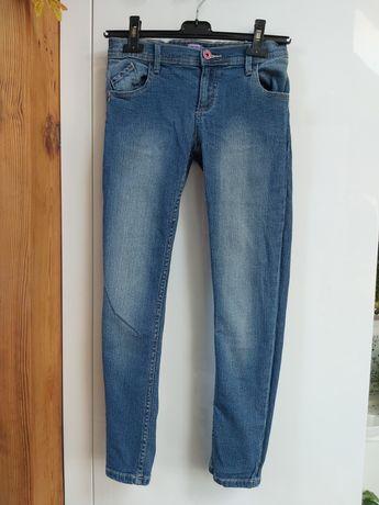 Przecierane jeansy rurki F&F