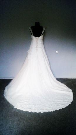 Śliczna suknia ślubna, koronka i piękny długi tren. Rozm. 38