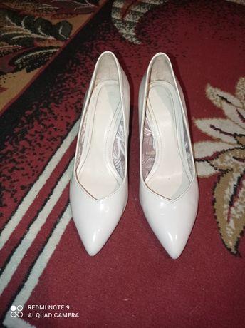 Продам туфлі 37р