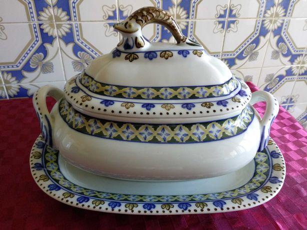 Terrina e respetivo prato novos ,originais louça de Viana fabrico 1981