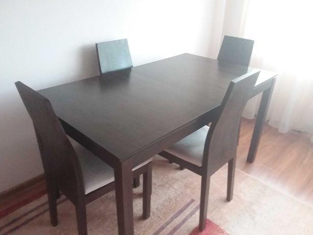 Sprzedam stół z 4 krzesłami black red white