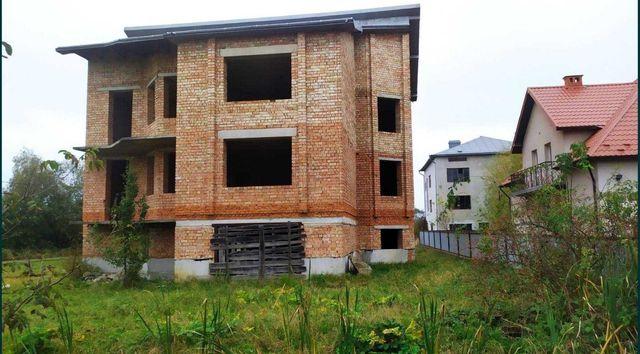 Продається ділянка з будинком