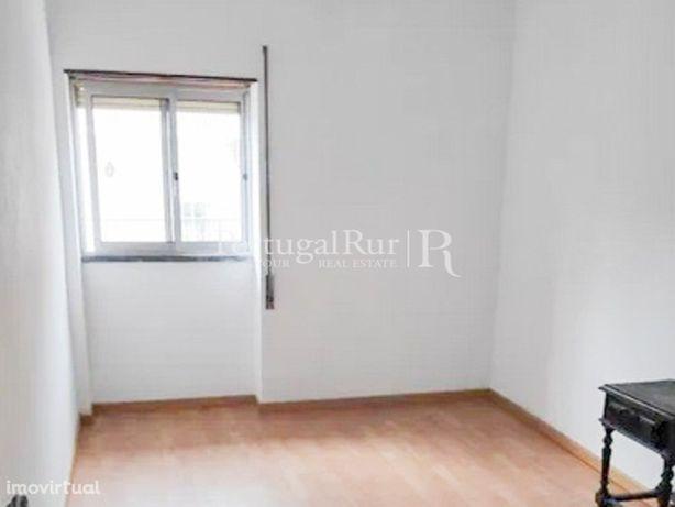 Prédio com 3 apartamentos para venda em Proença-a-Nova. O...