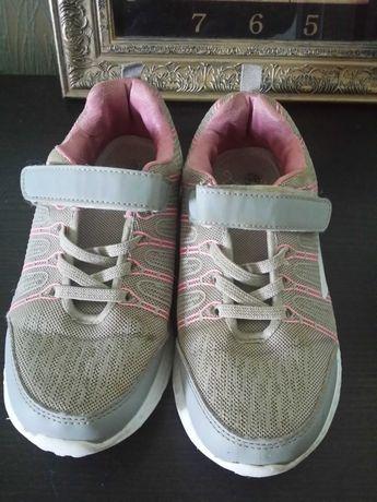 Продам кроссовки на девочку Tом.м