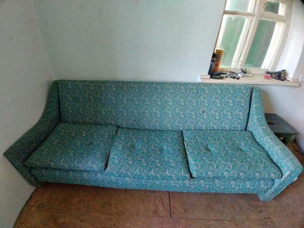 Мягкий уголок, диван, два кресла.
