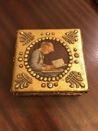 Caixa de madeira dourada antiga