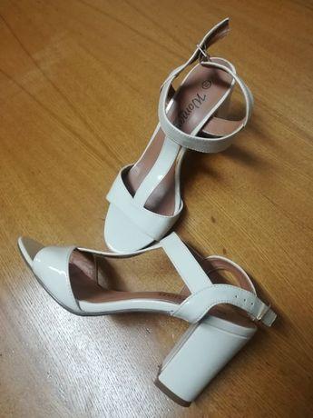 Diverso calçado.10€ negociável