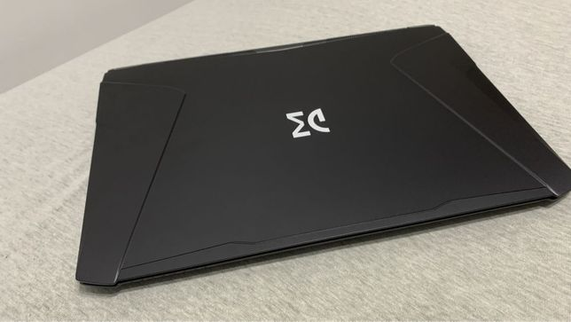 Laptop Gamingowy DreamMachines i9-8950HK 16GB GTX1070 8GB Zamiana