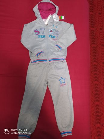 Продам новый спортивный костюм на девочку р.110