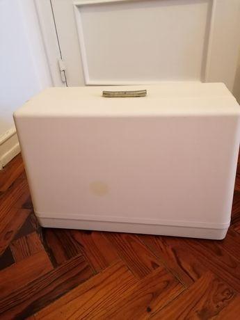 Caixa máquina costura