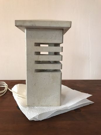Lampka z kamienia ozdobnego
