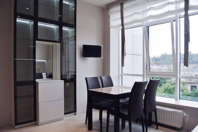 Сдается в аренду 4-х комнатная квартира, Драгомирова 3