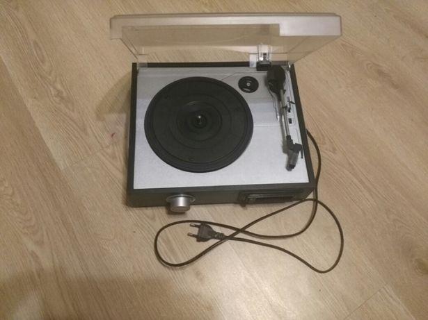 Adapter-odtwarzacz płyt winylowych i kaset magnetofonowych.