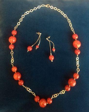 Sprzedam włoski łańcuch z kolczykami, srebrny z koralami.