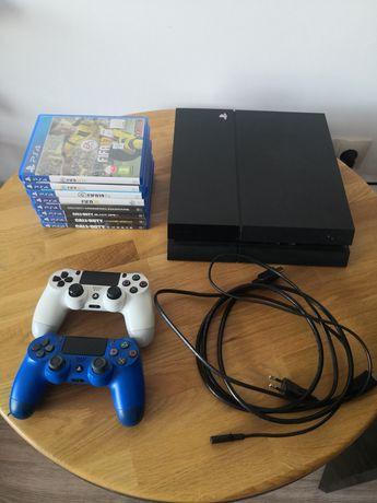 Playstation 4 zestaw z 8 grami i kontrolerami