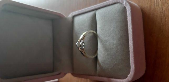 Sprzedam  pierścionek lub zamienię