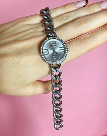Srebrny zegarek Esprit z łańcuszkiem